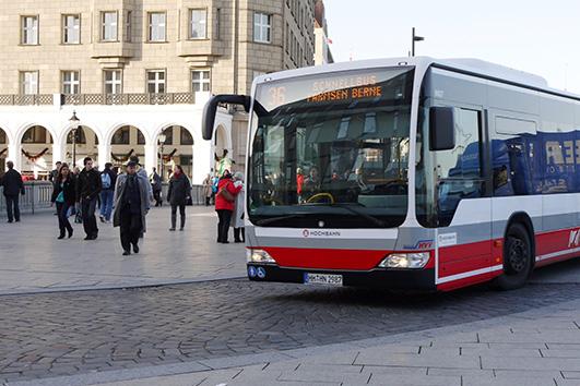 Das Foto zeigt einen Metrobus der HVV